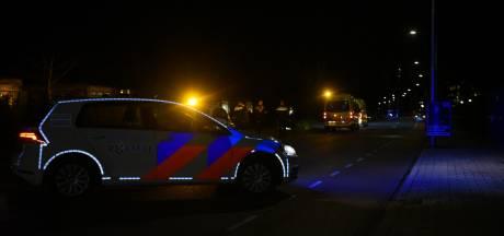Voetganger geschept door auto in Almelo, zwaargewond naar ziekenhuis