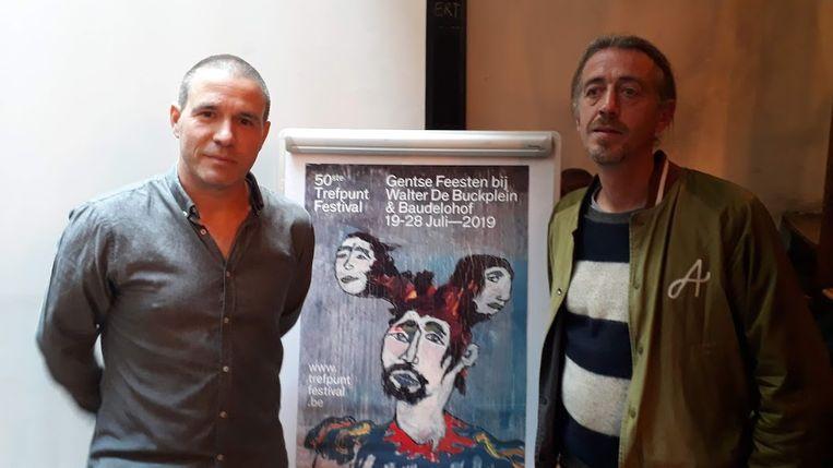 Jan Hoozee met kunstenaar David Messeman bij nieuwe affiche.