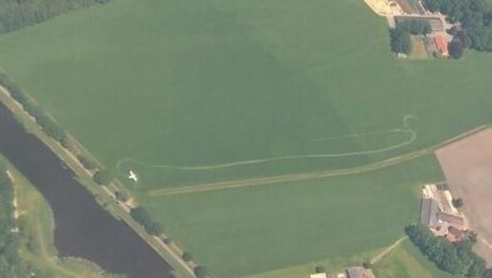 De plek van de landing vanuit de lucht gezien
