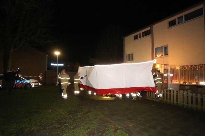 De slachtoffers zochten hulp bij een woning aan de Zesde Haren. Daarop werden de hulpdiensten gealarmeerd.