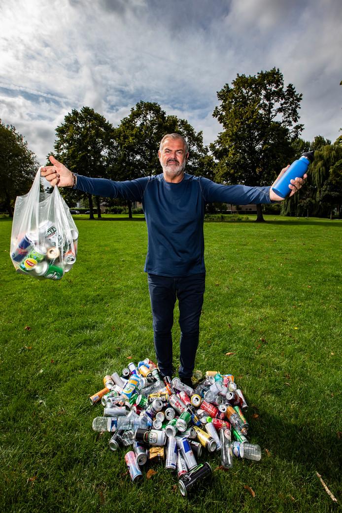 Rob van Holstein heeft de strijd aangebonden met (zwerf)afval.