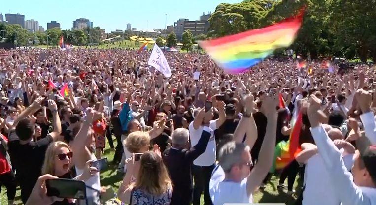 Het resultaat van de stemming wordt overal in het land gevierd.