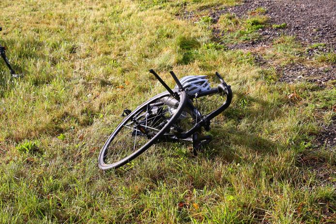 De fietsen zijn door de aanrijding zwaar beschadigd.