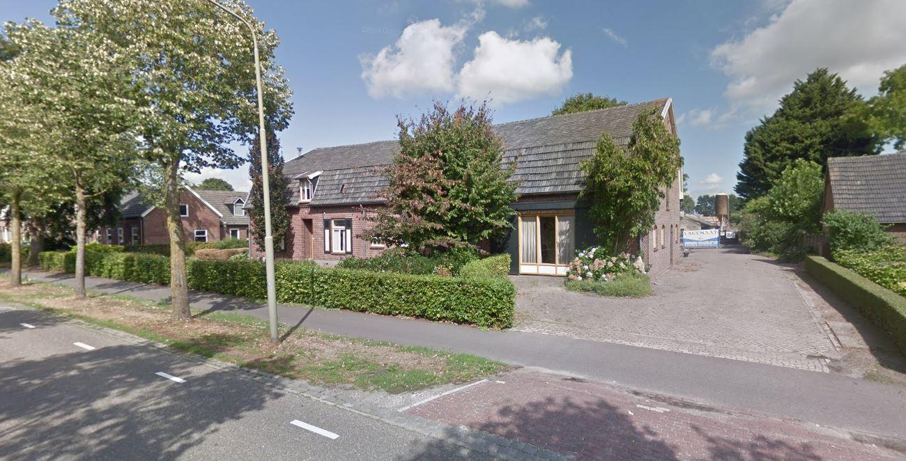 De boerderij aan de Pastoor van Winkelstraat, voor de sloop en sanering.