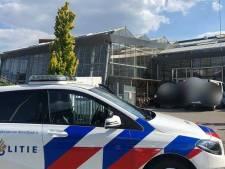 Klungelige inbrekers gaan voor Zwolse school recht tegenover politiebureau; avontuur binnen twee minuten voorbij