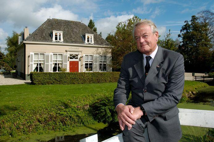 Oud-burgemeester Bauer van Reeuwijk is overleden