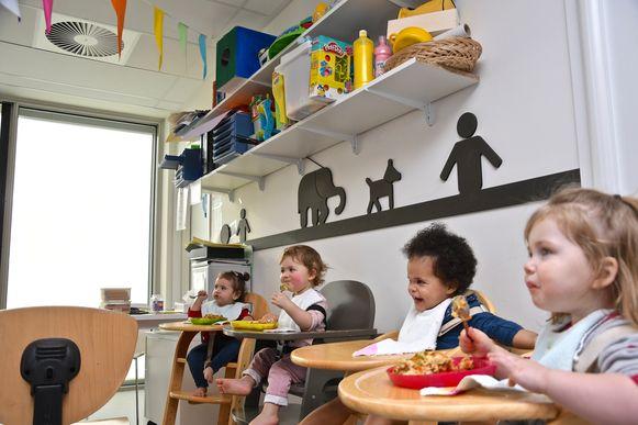 Via het ventilatiesysteem (links bovenaan) ademen de kinderen van KIDZ Rumbeke voortaan lucht in die gezonder is dan in het Zwarte Woud.