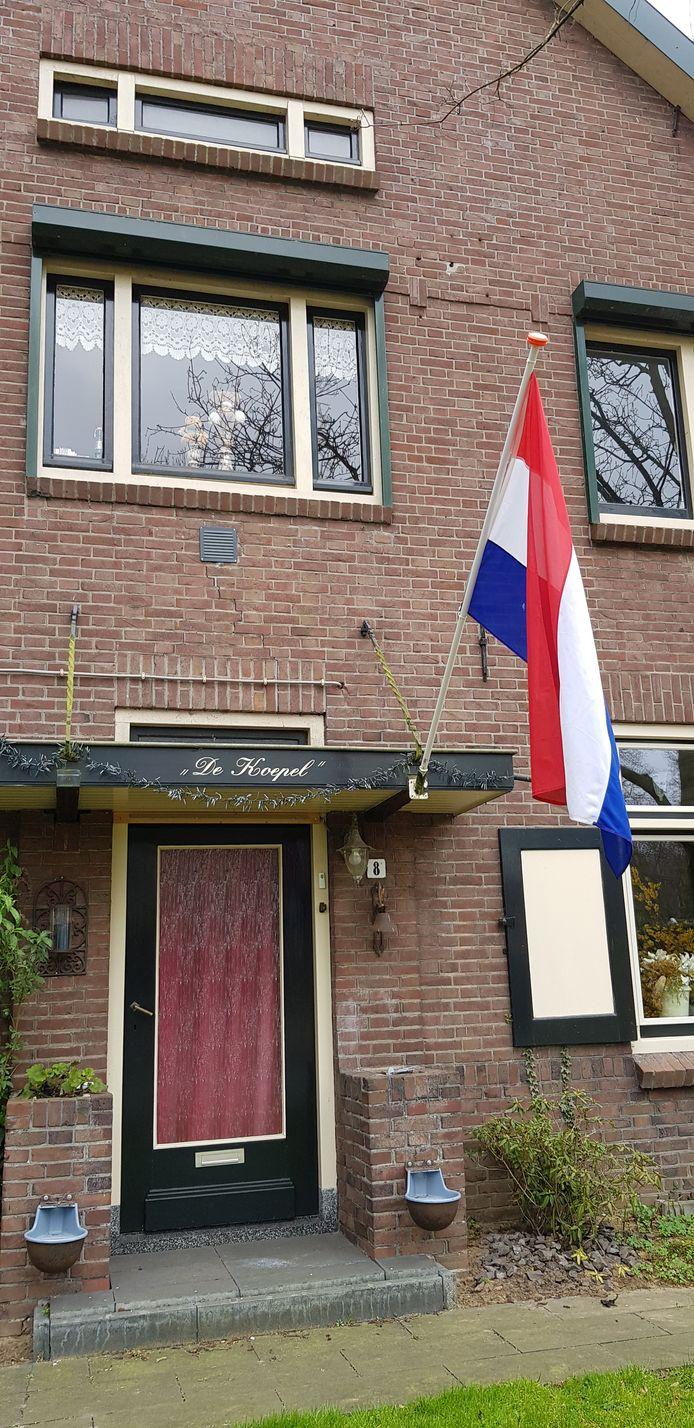 De vlag hangt uit in Gaanderen