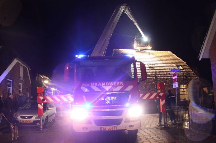 Brandweer bij de Rijssense woning.