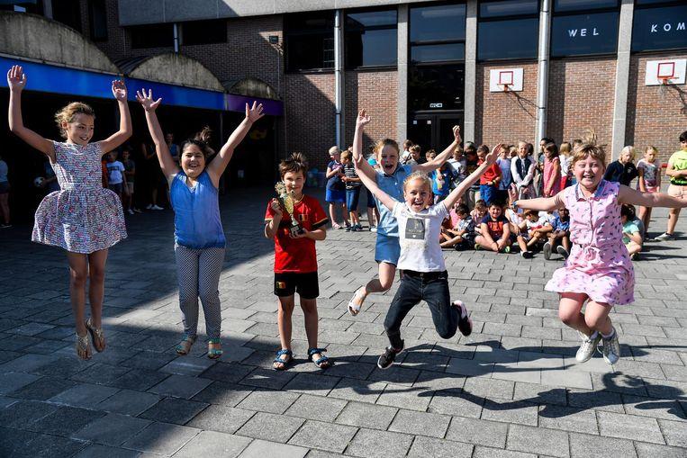 20180627 - Hamme - © Foto De Rycke Bibste school 9.30 - 10.30 uur: Hamme, De Ring: Koha sint-pieter: bib reikt prijs voor bibste school uit (fa)
