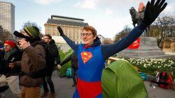 """Klimaatactivisten eisen wijziging grondwet, actie verhuist van Wetstraat naar Troonplein: """"We roepen op ons daar te vervoegen"""""""