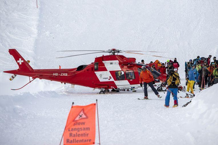 Een skipiste in Andermatt, Zwitserland, werd vandaag door een lawine getroffen.