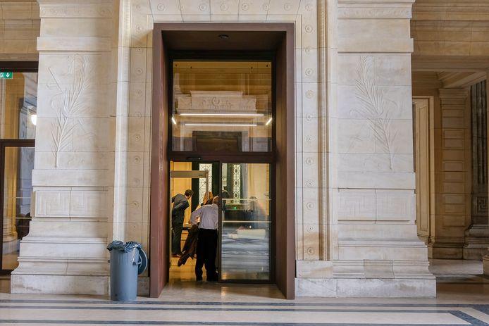 Brussels justitiepaleis, waar de zaak dan eindelijk in zijn bijzijn behandeld werd