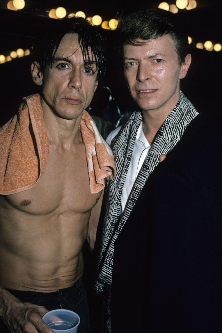 Iggy Pop en David Bowie backstage bij een concert van Iggy in New York in 1986. Beeld Getty