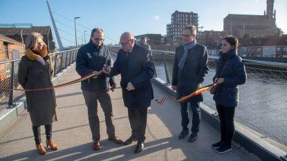 Nieuw plein op Kapellendries en Scheldebrug nu ook officieel geopend