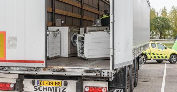 Gestolen trailer met geknutselde kentekenplaat in beslag genomen bij Zevenbergschen Hoek ...