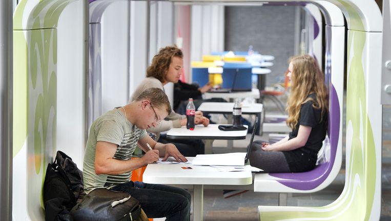 Studenten van InHolland op een vestiging van de school in Haarlem. Beeld anp