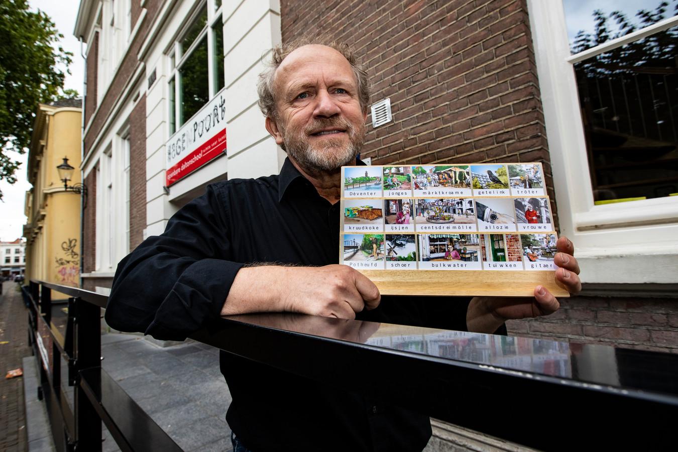 """Deventenaar Rene Berends, voor de Hagenpoortschool, met het Deventer klankbord. Vijftien woorden in Deventer dialect, met alle denkbare dialectklanken: ,,Kowet, op z'n Dèventers, kun je ook beschouwen als dialect."""""""