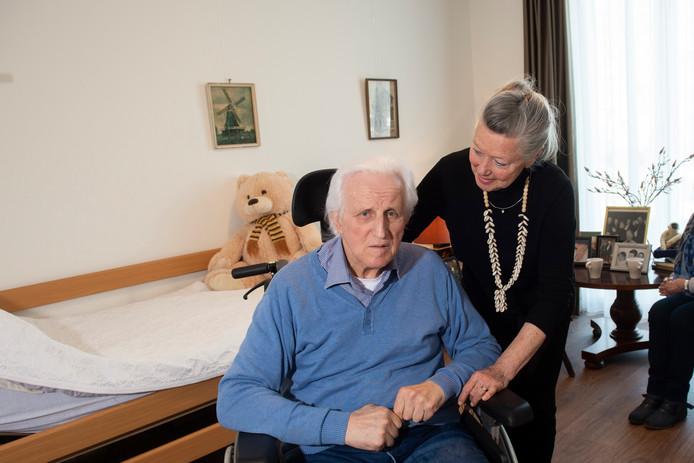 Bart en Wil Beunk in het Staatsliedenhuis in Apeldoorn. Mevrouw Beunk haalde haar man weg uit verzorgingshuis Casa Bonita.