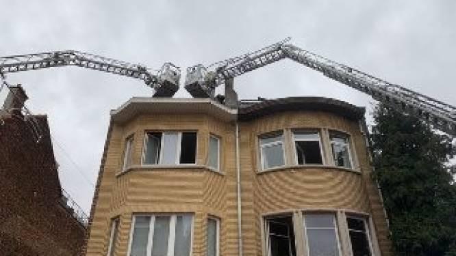Dakwerkers veroorzaken per ongeluk brand
