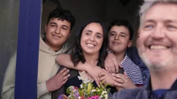 Kürt, Koen, Dina en Andy verrassen vier geweldige mama's