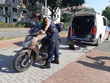 31 scooters en brommers bekeurd tijdens controle in Tilburg