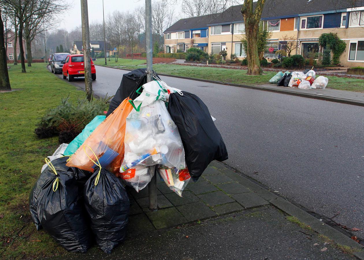 Als de raad akkoord gaat, moeten inwoners van  Etten-Leur hun plastic afval voortaan naar een van de 17 ondergrondse containers brengen. Daar staat een besparing op de afvalstoffenheffing tegenover, die wordt teruggegeven aan de inwoners.
