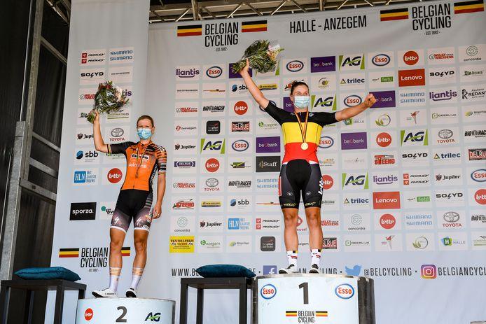 Lotte Kopecky    Lotte Kopecky is Belgisch Kampioene op de weg. Jolien D'Hoore werd tweede en is diep teleurgesteld. (FOTO GOYVAERTS/GMAX AGENCY)