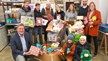 Kinderen in armoede krijgen ruim 200 cadeautjes