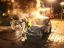 Auto in vlammen op in Jan Hoornstraat