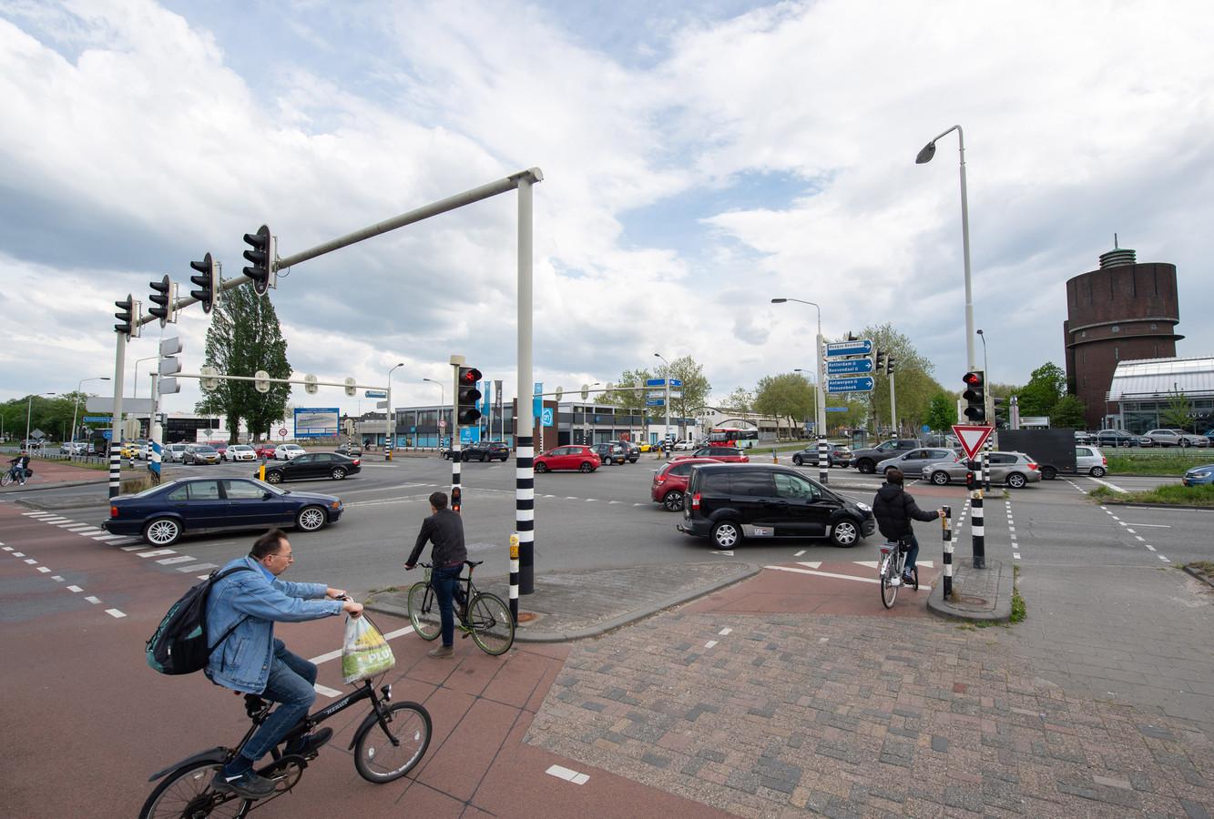 Drukte op de kruising van Konijnenberg en noordelijke rondweg in Breda.