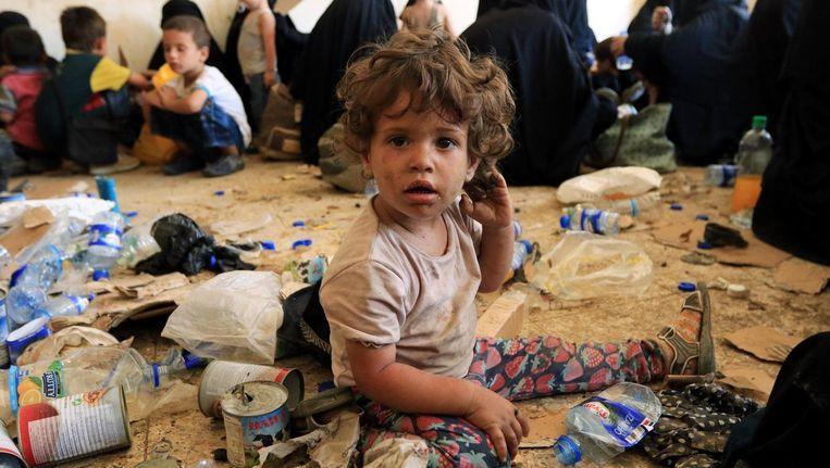 Kinderen uit gezinnen van IS-strijders in een Koerdisch opvangkamp in Irak Beeld Reuters