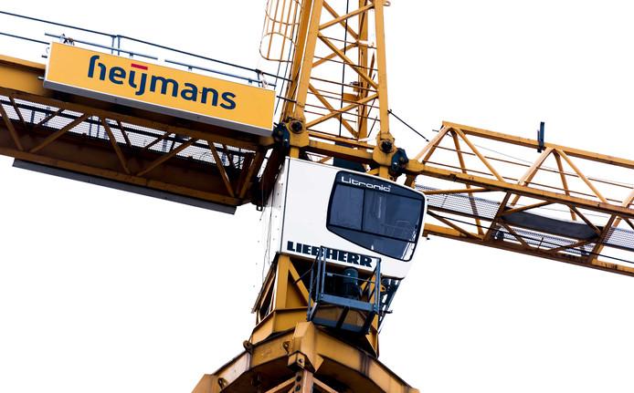Werkzaamheden op een bouwterrein van Heijmans NV in Den Haag.