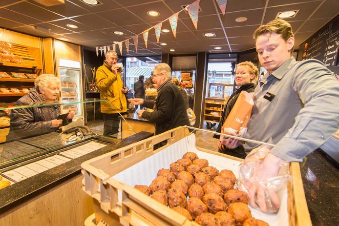 Bakkerij Brokking in IJsselstein werd vorig jaar tweede in de AD Oliebollentest.