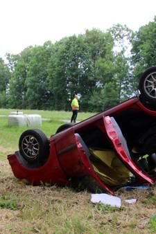 Engeltje op de schouder: auto over de kop, vrouw en kindje ongedeerd
