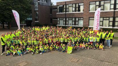 Autogroep Raes schenkt 3.000 fluovestjes aan tien scholengroepen
