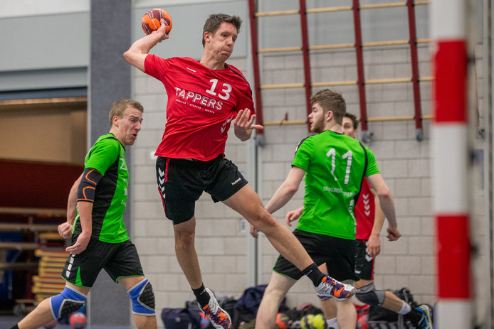 De Nijmeegse handbalformatie Havana in actie eerder dit seizoen. De ploeg onderzoekt mogelijkheid tot promoveren vanuit de eerste klasse A.