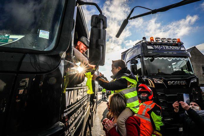 Vrachtwagenchauffeurs met het hart op de juiste plaats, zo waren er veel in Leke vandaag.