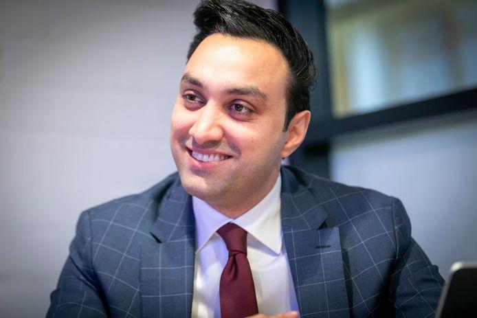 De Schiedamse wethouder Fahid Minhas is blij met de toezegging dat Schiedam een miljoeneninvestering krijgt van het rijk voor de aanpak van de 'probleemgebieden'.