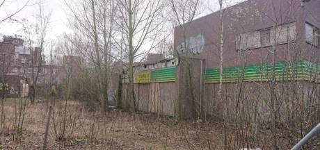 Daklozen geweerd uit verpauperd tankstation aan Kruisstraat Oss