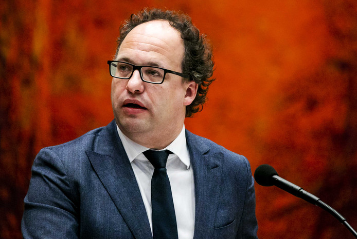 Wouter Koolmees, minister van Sociale Zaken en Werkgelegenheid, is in zijn nopjes met de deal die hij heeft gesloten met werkgevers en verzekeraars.