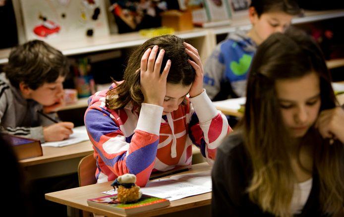 Scholen in het voortgezet onderwijs zetten allerlei middelen in om achterstanden die leerlingen opliepen door de schoolsluiting eerder dit jaar in te laten halen. Foto ter illustratie