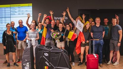 Jonge triatlete Hanne Peeters verwelkomd door fans