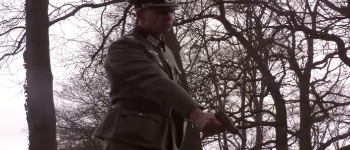Een 'still' uit de video.
