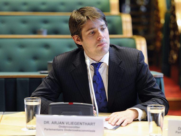 Arjan Vliegenthart als voorzitter van de parlementaire onderzoekscommissie naar de privatisering van overheidsdiensten. Beeld null