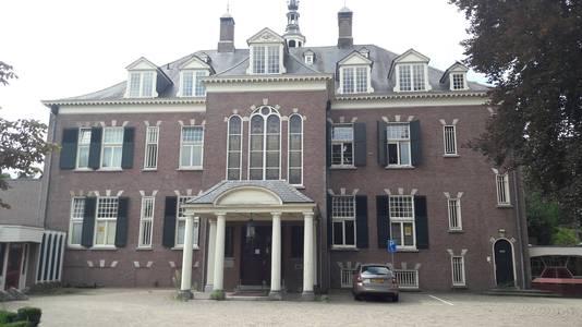 Het landhuis op landgoed Veldheim wordt bewoond door antikraak.
