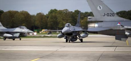 NAVO verklapt 'geheim'; Nederland heeft kernwapens op Volkel