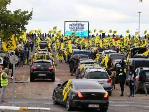 """""""5.000 voitures"""" du Vlaams Belang à Bruxelles contre la coalition Vivaldi: """"Un succès incroyable"""""""