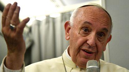Paus verdedigt zijn aarzelende aanpak in het Royingya-conflict