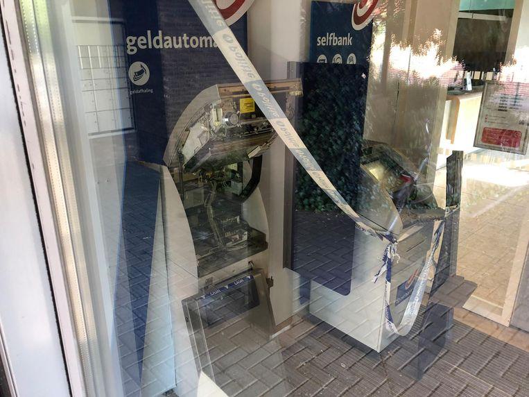 Er werd gebruik gemaakt van explosieven om de geldautomaat open te breken.